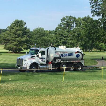 A septic tank pumping truck in Annapolis, MD